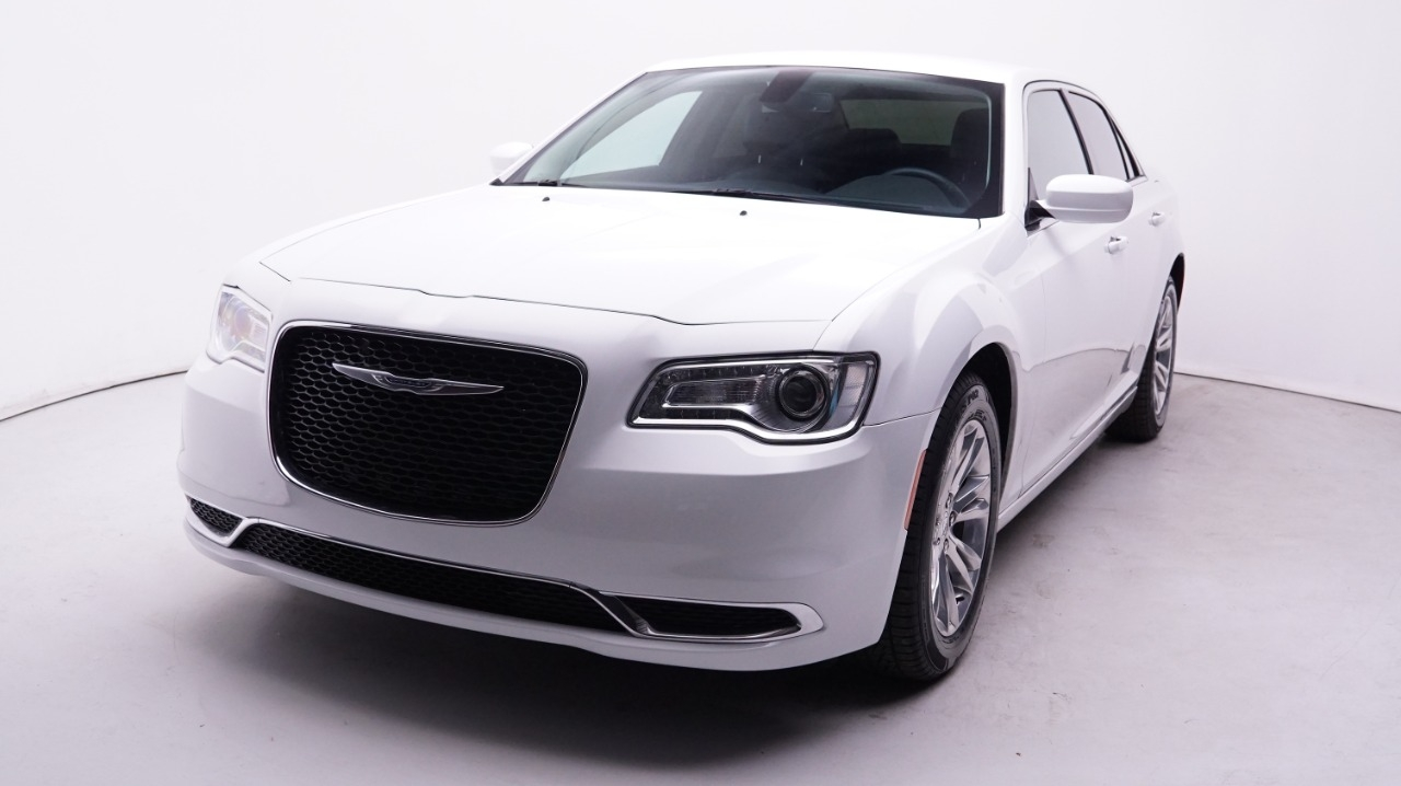 Pre-Owned 2017 Chrysler 300-Series Limited