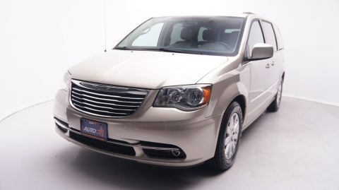 2016 Chrysler Town & Country Touring | 43,143 Miles